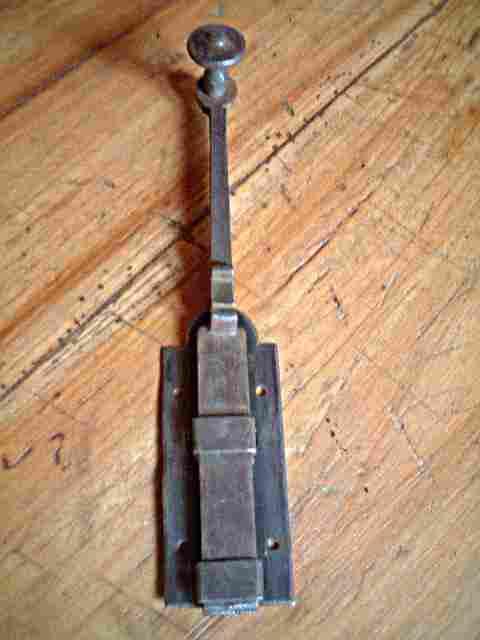 Ancienne ba onnette de porte en fer forg petit bouton antiquites brocante objets fer forg for Porte en fer forge ancienne