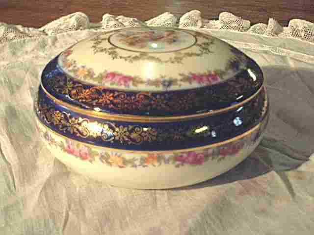 boite bijoux ancienne en porcelaine antiquites brocante de la tour bibelots et objets. Black Bedroom Furniture Sets. Home Design Ideas