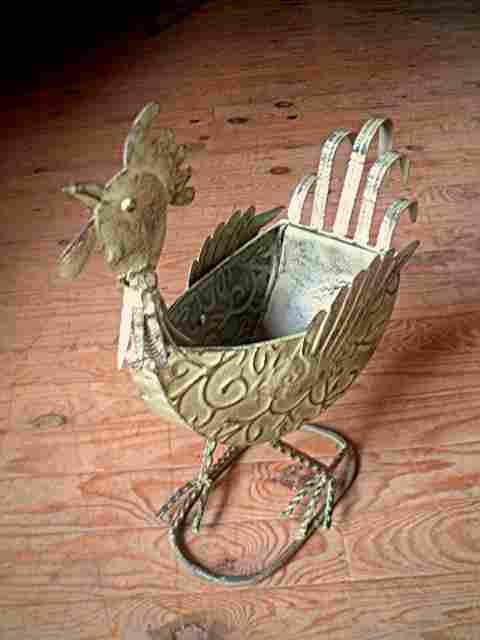 Objet de décoration en fer et tôle peint et décoré, représentant un ...