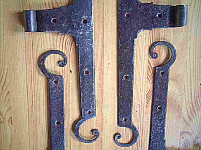 2 paires de pentures ou charni res de meubles anciens en fer forg rustiques campagnardes. Black Bedroom Furniture Sets. Home Design Ideas