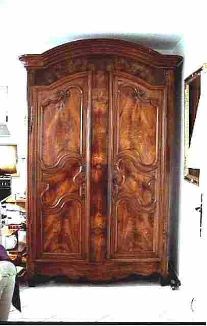 ancienne armoire louis xv noyer massif ferrures d 39 origine antiquites brocante meubles anciens. Black Bedroom Furniture Sets. Home Design Ideas