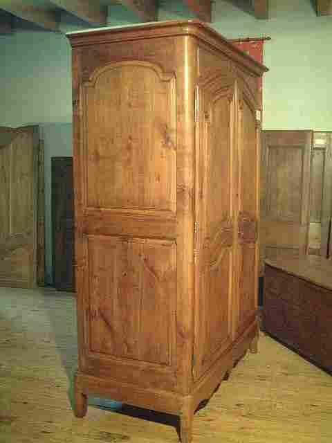 armoire l xv en merisier ancienne motifs scult s antiquites brocante meubles anciens. Black Bedroom Furniture Sets. Home Design Ideas