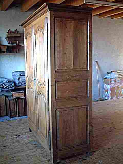 armoire ancienne ch ne campagnarde belle patine antiquites brocante de la tour meubles anciens. Black Bedroom Furniture Sets. Home Design Ideas
