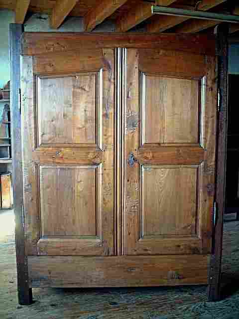 armoire rustique campagnarde ancienne tr s belle qualit de bois antiquites brocante meubles. Black Bedroom Furniture Sets. Home Design Ideas