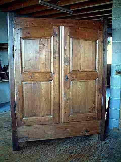 armoire rustique campagnarde ancienne tr s belle qualit de bois antiquites brocante meubles. Black Bedroom Furniture Sets. Home Design Ideas