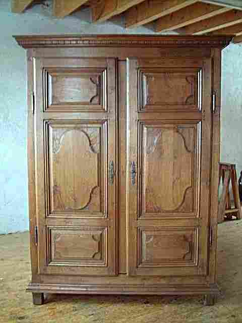 armoire l xiv en ch ne tr s belle qualit de bois. Black Bedroom Furniture Sets. Home Design Ideas