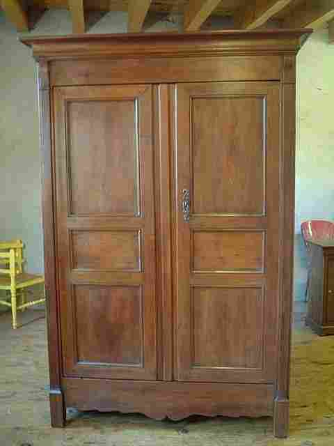 armoire ancienne corniche duarmoire ancienne en noyer. Black Bedroom Furniture Sets. Home Design Ideas