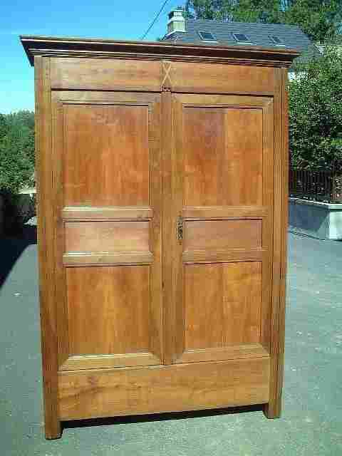 armoire directoire en merisier ancienne antiquites brocante de la tour meubles anciens. Black Bedroom Furniture Sets. Home Design Ideas