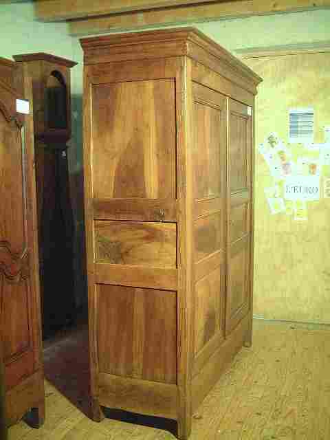 armoire directoire lp en noyer ancienne 3 tag res. Black Bedroom Furniture Sets. Home Design Ideas