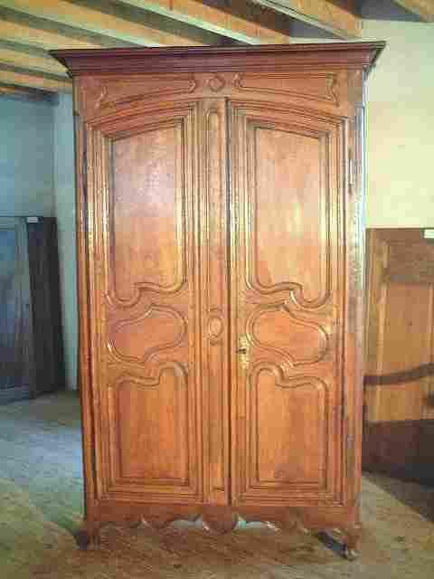 armoire louis 14 ancienne en h tre noyer chataignier. Black Bedroom Furniture Sets. Home Design Ideas