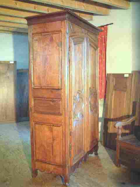 armoire louis 14 ancienne en h tre noyer chataignier. Black Bedroom Furniture Sets. Home Design Ideas
