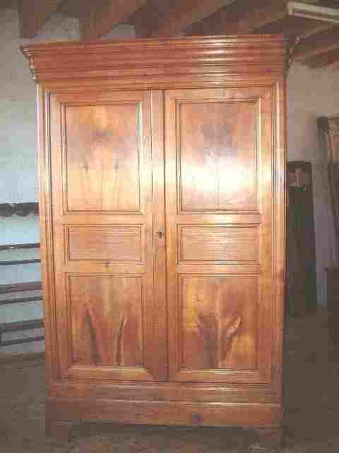 armoire louis philippe ancienne merisier clair antiquites brocante de la tour meubles anciens. Black Bedroom Furniture Sets. Home Design Ideas