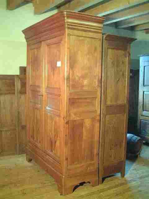 armoire louis philippe ancienne merisier clair. Black Bedroom Furniture Sets. Home Design Ideas
