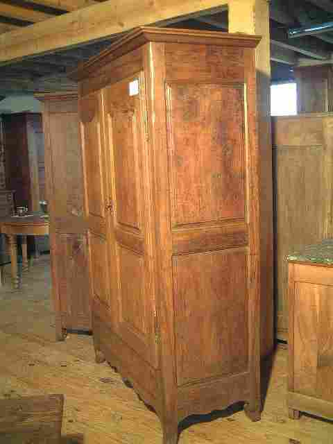 armoire ancienne campagnarde noyer et merisier style l. Black Bedroom Furniture Sets. Home Design Ideas