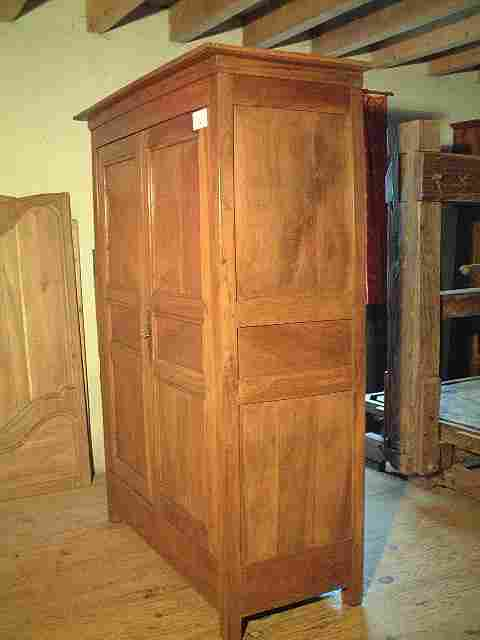 armoire ancienne directoire en noyer antiquites brocante. Black Bedroom Furniture Sets. Home Design Ideas