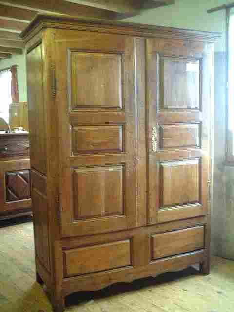 armoire coffre et ancienne en merisier tiroirs int rieur. Black Bedroom Furniture Sets. Home Design Ideas