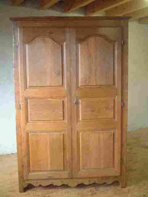 armoire en ch ne l xiv rustique ancienne cot s lisses. Black Bedroom Furniture Sets. Home Design Ideas