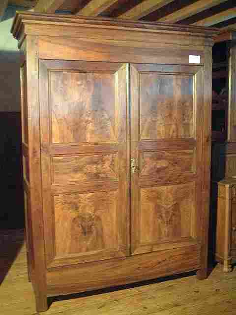 armoire louis philippe en noyer ancienne antiquites brocante de la tour meubles anciens. Black Bedroom Furniture Sets. Home Design Ideas