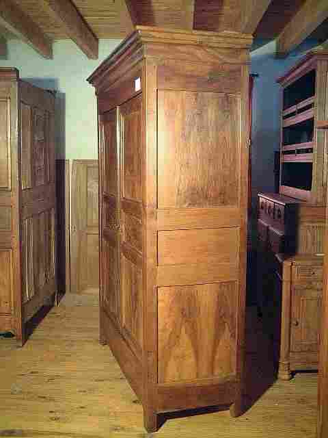 armoire louis philippe en noyer ancienne antiquites. Black Bedroom Furniture Sets. Home Design Ideas