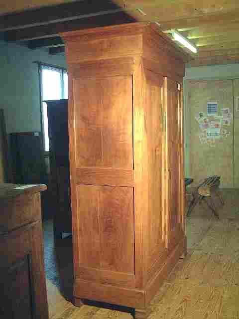 armoire philipparde ancienne en cerisier tiroir bas en. Black Bedroom Furniture Sets. Home Design Ideas
