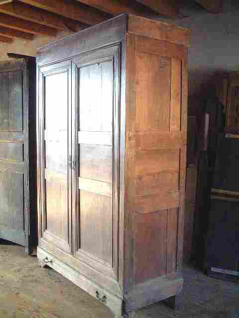 Armoire ancienne restaurer en merisier corniche for Restaurer vieux meuble