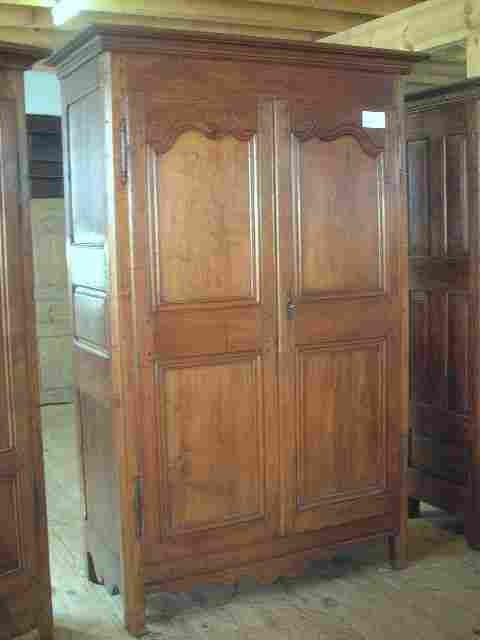 armoire rustique l xv en merisier ancienne antiquites. Black Bedroom Furniture Sets. Home Design Ideas