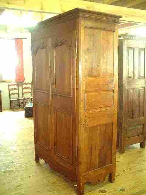 armoire rustique l xv en merisier ancienne antiquites brocante de la tour meubles anciens. Black Bedroom Furniture Sets. Home Design Ideas