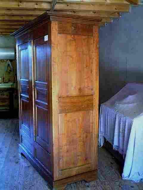 armoires coffres ancienne en merisier et ch taignier. Black Bedroom Furniture Sets. Home Design Ideas