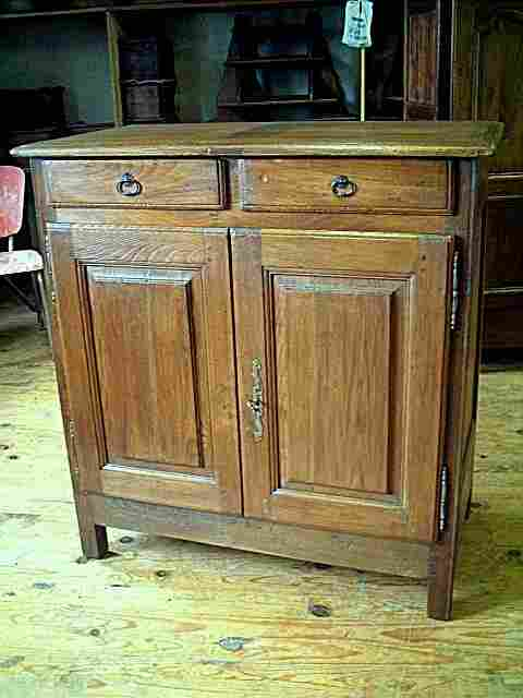 bahut bas rustique ancien en ch ne chataignier et merisier antiquites brocante meubles anciens. Black Bedroom Furniture Sets. Home Design Ideas