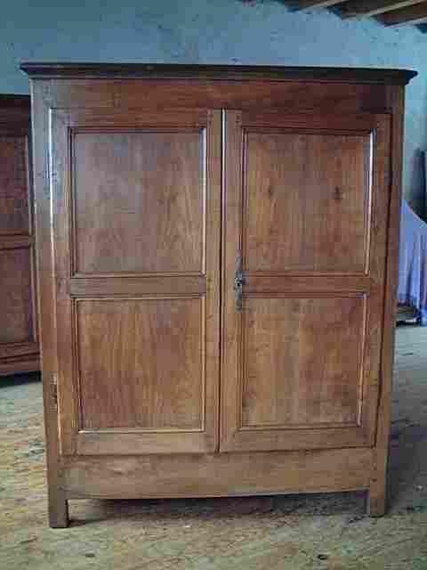 bahut haut directoire ancien en merisier et ch ne antiquites brocante de la tour meubles anciens. Black Bedroom Furniture Sets. Home Design Ideas