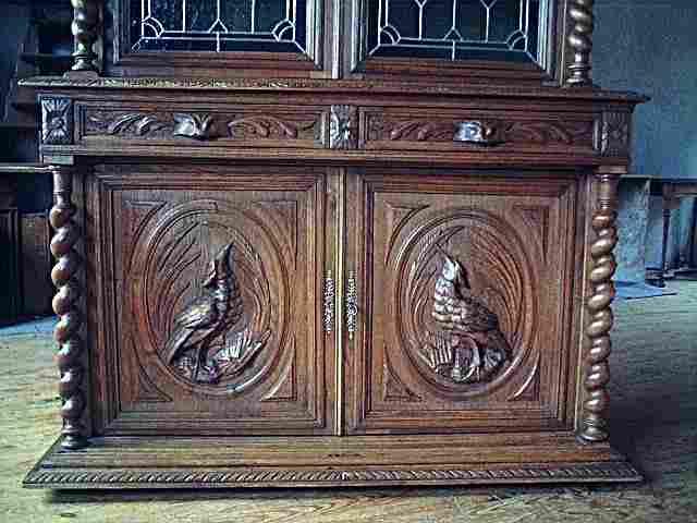 Biblioth que en ch ne vitraux d cors animaliers colonnes torsad es antiquites brocante - Meuble ancien restaure ...