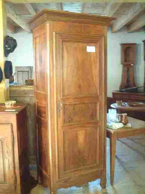 Bonneti re ancienne rustique en noyer fronton d cors for Meuble bonnetiere ancienne
