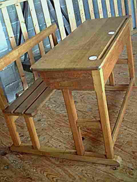 bureau d 39 colier ancien en ch ne et h tre avec encriers meubles anciens bureaux des coles. Black Bedroom Furniture Sets. Home Design Ideas