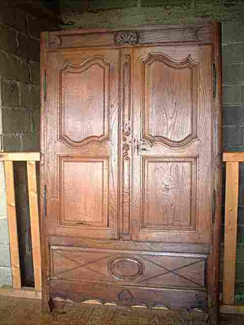une fa ade d 39 armoire coffre en ch ne ancienne louis 15 art populaire belle patine d 39 origine. Black Bedroom Furniture Sets. Home Design Ideas