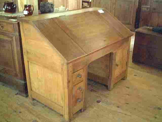 bureau dos d 39 ane ancien en noyer et merisier antiquites brocante de la tour meubles anciens. Black Bedroom Furniture Sets. Home Design Ideas