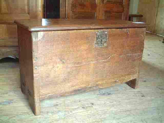 coffre en ch 234 ne et noyer ancien 233 poque 17 232 me antiquites brocante de la tour meubles anciens