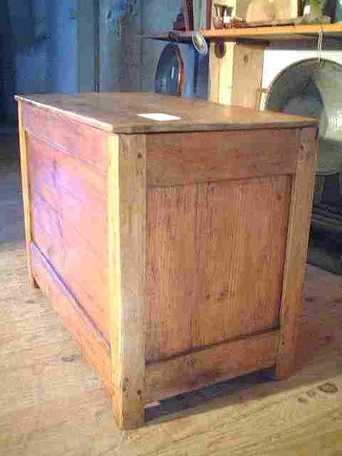 petit coffre grains ancien merisier et ormeau antiquites brocante de la tour meubles anciens. Black Bedroom Furniture Sets. Home Design Ideas
