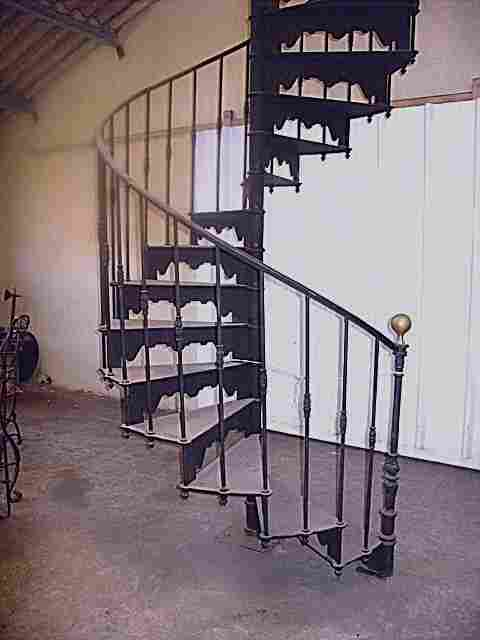 escalier ancien en colima on 1930 en acier plomb et fonte. Black Bedroom Furniture Sets. Home Design Ideas