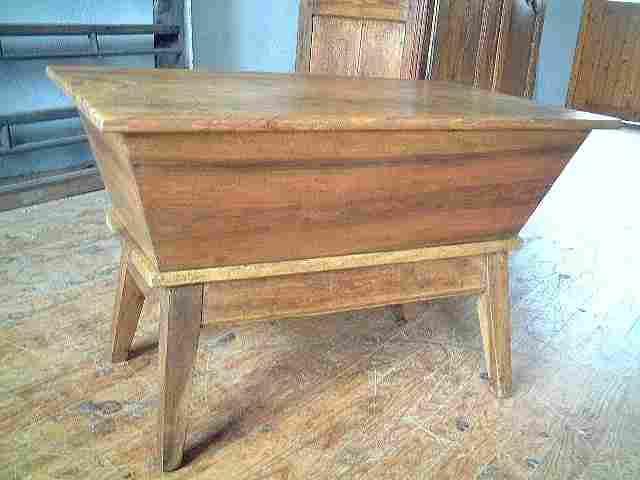 p trin en noyer dessus pin ancien antiquites brocante de la tour meubles anciens. Black Bedroom Furniture Sets. Home Design Ideas