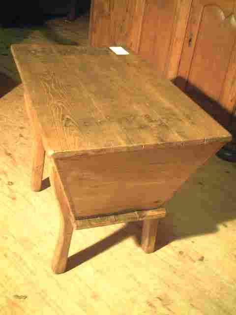 petit p trin ancien en ch taignier antiquites brocante de la tour meubles anciens. Black Bedroom Furniture Sets. Home Design Ideas