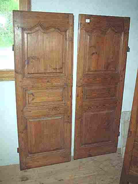 Paire de portes rustique en pin et l xv antiquites for Meuble ancien une porte