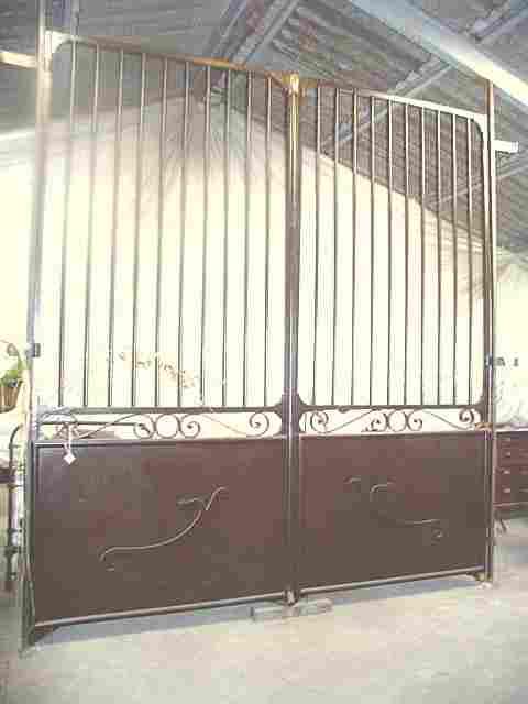 portail en fer forg massif ancien poque fin 18 me antiquites brocante de la tour meubles. Black Bedroom Furniture Sets. Home Design Ideas