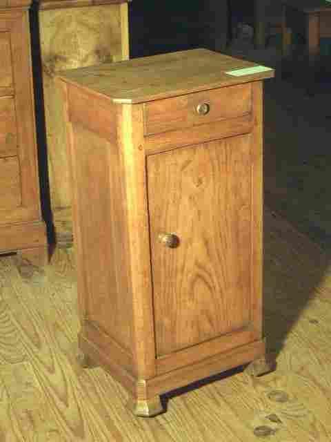 ancienne table de nuit en ch ne antiquites brocante de la tour meubles anciens photos. Black Bedroom Furniture Sets. Home Design Ideas