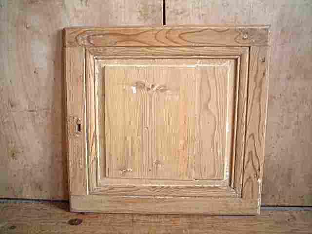 Une porte de confiturier en pin antiquites brocante for Meubles anciens en pin