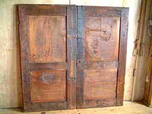 porte de grange ancienne une ancienne porte avant. Black Bedroom Furniture Sets. Home Design Ideas