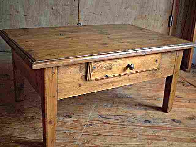table basse ancienne rustique tr s belle patine antiquites brocante de la tour meubles anciens. Black Bedroom Furniture Sets. Home Design Ideas