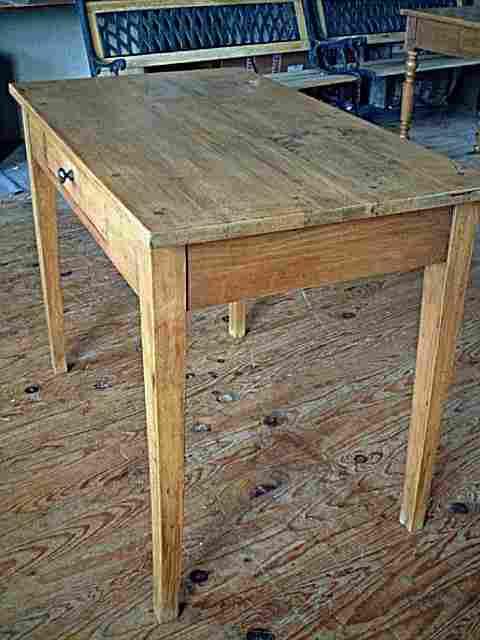 table bureau en h tre ancienne avec tiroir couleur clair meubles anciens photos tables bureau. Black Bedroom Furniture Sets. Home Design Ideas