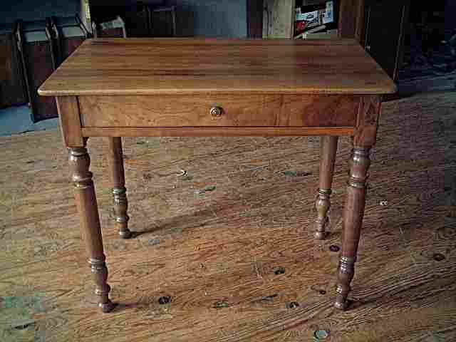 Table bureau en noyer pieds tourn s belle qualit de for Table bureau bois