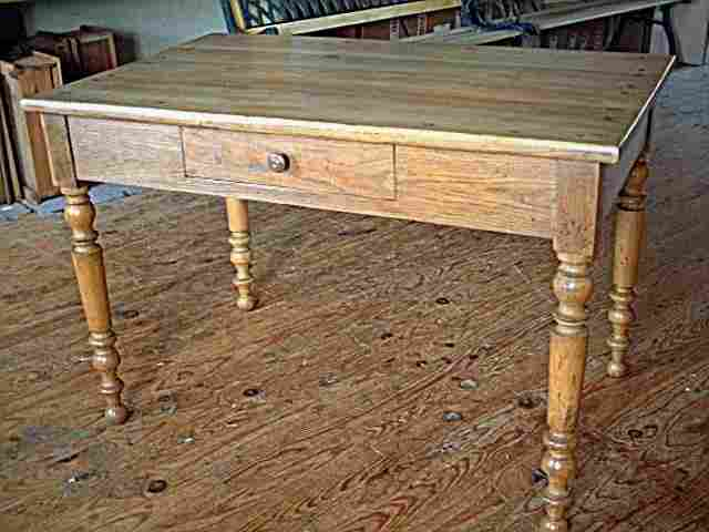Table bureau pieds tourn s en chene tiroir en fa ade for Table bureau