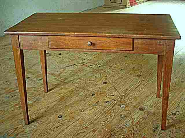 Table bureau rustique en pin et fr ne tiroir en fa ade for Bureau en pin